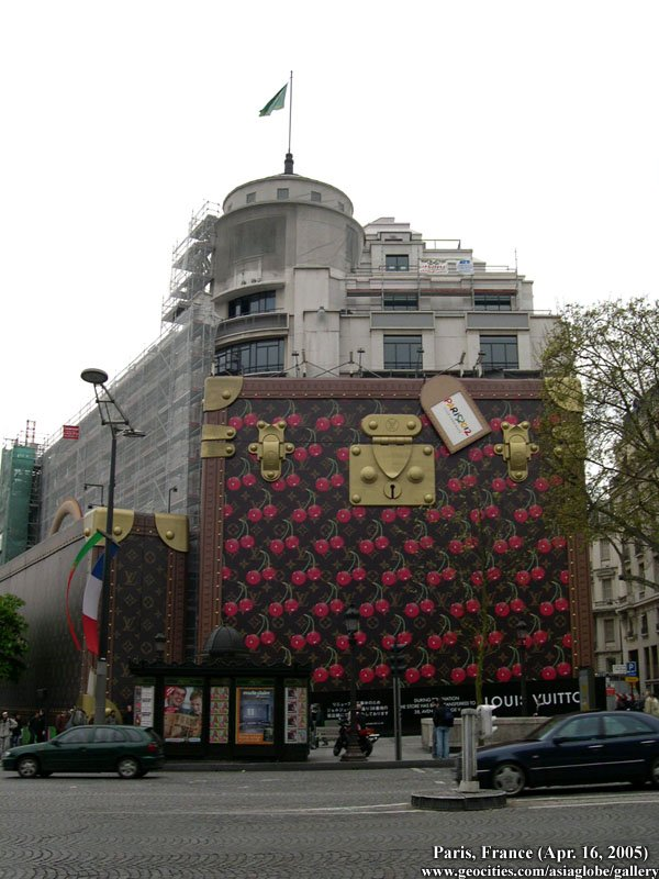 123f6dd065a Champs Elysees symbolic setting for largest Louis Vuitton store in ...