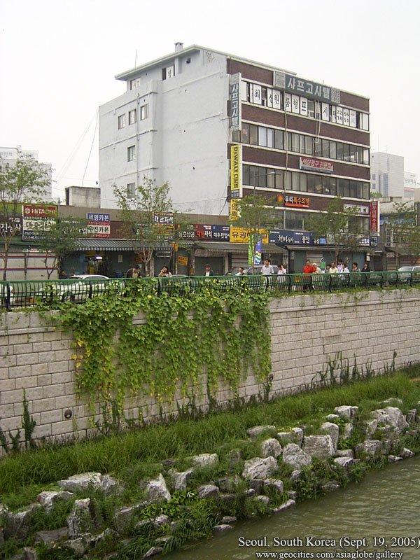how to go to cheonggyecheon stream from dongdaemun